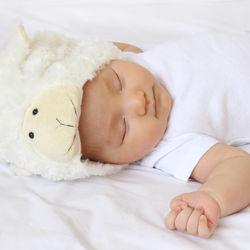 赤ちゃんのパジャマ選び。生後4ヶ月から使える肌着の種類と春夏秋冬での組みあわせ方