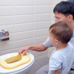 トイレトレーニングに使う便座の選び方。おすすめの補助便座や人気の種類