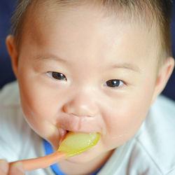 生後6ヶ月の赤ちゃんの離乳食レシピ。バナナや白身魚、野菜を使ったお粥など