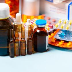 【小児科医監修】幼児や子どもの誤飲を防ぐ薬の保管方法