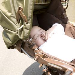 生後3カ月の赤ちゃんとベビーカーでお出かけ。乗せる時間や角度、泣くときの対処法
