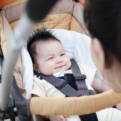 生後1カ月の赤ちゃんとの散歩。夏や冬など気温が気になる時期の散歩時間や頻度
