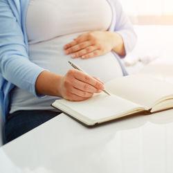 里帰り出産に必要な荷物リスト。自分で持っていくものや宅配で送るもの、荷物の運び方など