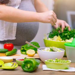 【産婦人科医監修】妊娠中のビタミンAの理想的な摂取量。上限や含有量の多い食品など