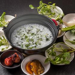 七草粥を食べる日はいつ?食べる時間帯や七草の意味、子どもが喜ぶレシピを紹介