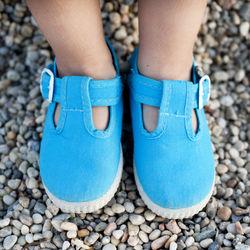 子どもの靴が大きいときのサイズ調整。中敷やつま先の調整グッズなど