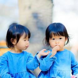 双子の育児の「大変あるある」。便利だった育児グッズや、ママたちが意識していたこと