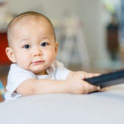 子どもにテレビを見せる?見せない?ママたちにきく、我が家のテレビルール