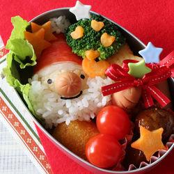 幼児向けのクリスマスのお弁当。主食のアレンジと簡単なおかずのレシピ