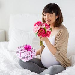 妊娠中の友達へのプレゼント。食べ物やケアグッズなど喜ばれるプレゼントの選び方