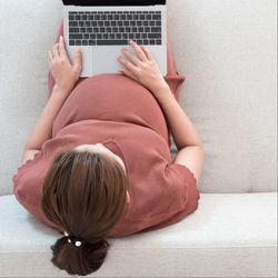 妊娠中でもできる仕事。パソコンを使った仕事や在宅での軽作業など