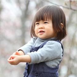 1歳半の子どもが夢中になる遊びは何?遊び場所や室内と外遊びのバリエーション