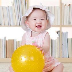 1歳半の女の子に贈りたい、おもちゃや絵本などのプレゼントの選び方