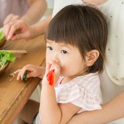 1歳半の子どもの離乳食。食べないときの工夫や量と献立を考えるときのポイント