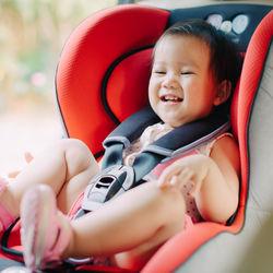 1歳半頃に使えるチャイルドシート。種類や選び方、嫌がるときの対応