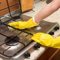 キッチンの大掃除。換気扇やコンロなど場所別のやり方と順番