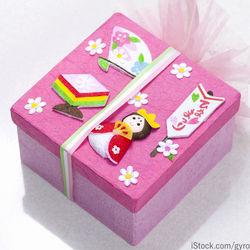 女の子の初節句に贈るプレゼント。相場やおもちゃなどの選んだもの