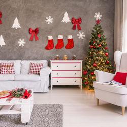 クリスマスパーティーの飾り付け。100均アイテムで装飾するコツ