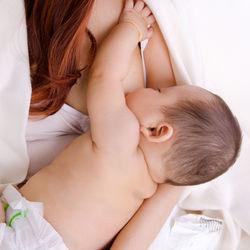 母乳の授乳時間は何分?月齢別の時間、長いときや短いときの工夫