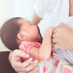 【産婦人科医監修】母乳はいつからいつまで出る?母乳の出をよくする方法