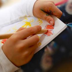 3歳でたのしめる塗り絵とは。種類や楽しみ方、塗り絵に使う道具など