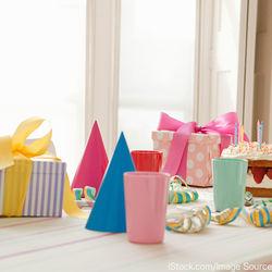 ハーフバースデーの飾り付け。王冠、風船などの使えるアイテムや手作り方法