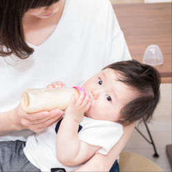 【体験談】赤ちゃんの授乳間隔や時間。月齢別の授乳の仕方