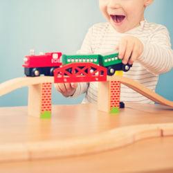 2歳の男の子のおもちゃ選び。知育や体を動かすものなど