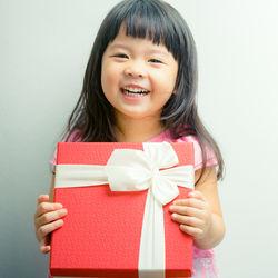 6歳の女の子へのプレゼント。おもちゃや絵本、人形など
