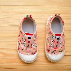 2歳女の子向けの靴。ハイカットなど種類や特徴、サイズ