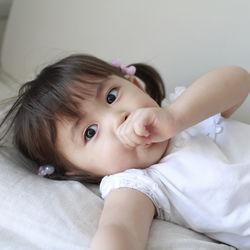 2歳頃の指しゃぶりが始まるシーン。気になるときの対応とは