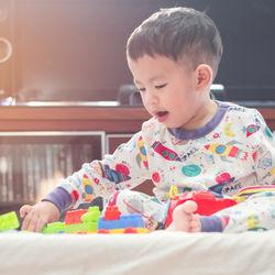 2歳は寝ないこともある?寝ないで泣くときや夜中に遊ぶときの対策