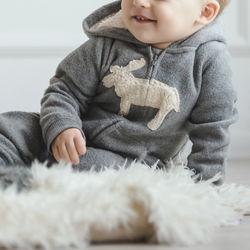 1歳のパジャマの選び方。季節別の工夫や肌着との組みあわせ