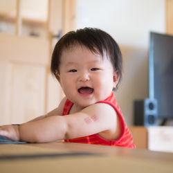 【体験談】赤ちゃんのつかまり立ち。頭を保護する対策や環境づくり