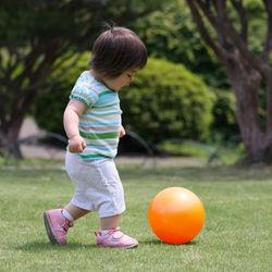 子どもの外遊びの道具には何を使う?年齢別で楽しめるグッズ
