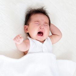 【体験談】赤ちゃんの夜泣き対策グッズ。おくるみやおもちゃなど
