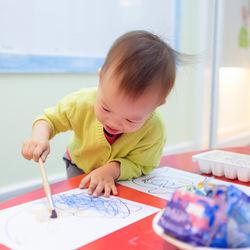 2歳の子どもと楽しむお絵描き。使いやすい道具や遊び方のアイデア