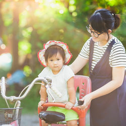1歳の子ども乗せ自転車の選び方。チャイルドシートやヘルメットなど