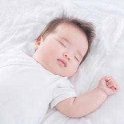 乳児にパジャマはいつから用意した?種類や選び方のポイント