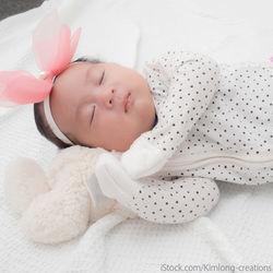 赤ちゃんの1ヶ月記念に寝相アートをしよう。簡単な作り方のアイデア