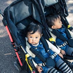 双子用バギーはいつまで使う?軽量や縦型などママたちの選び方