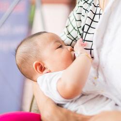 【産婦人科医監修】授乳中にはちみつを食べてもよいのか?母乳への影響