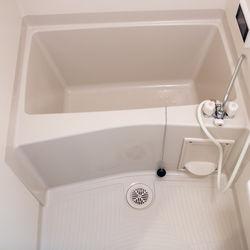 お風呂の水垢が気になるとき。鏡や床などの掃除方法や気をつけること