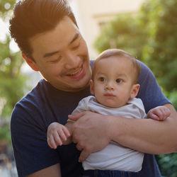 休日のパパの育児。赤ちゃんや子どもとの過ごし方や時間の使い方