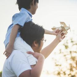 パパと公園で遊ぼう!子どもとの遊び方や服装、マナーなどを調査