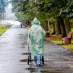 雨の日にベビーカーでお出かけするとき。雨対策や使うアイテム