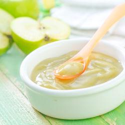 離乳食初期にりんごを取り入れよう!レシピとおいしいりんごの選び方