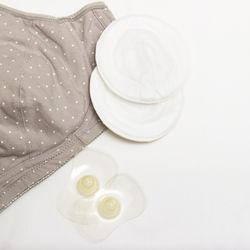 母乳パッドの使い方。使い捨てや布製などの種類や扱い方
