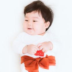 1歳の女の子に贈る誕生日プレゼント。選ぶポイントや贈った物とは