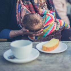 【産婦人科医監修】授乳中に甘いもの。ケーキ、アイスなど食べられる範囲や食べ方